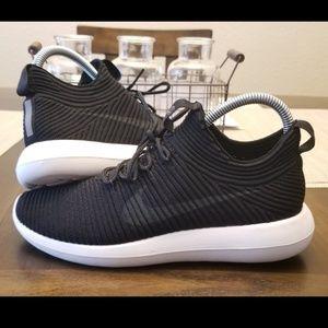 Nike Roshe Run 2 Flyknit V2 Size 8 Black